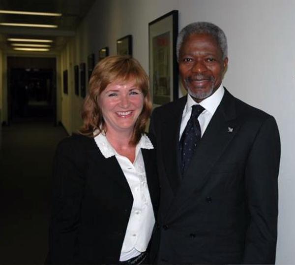 Malou möter Kofi Annan.